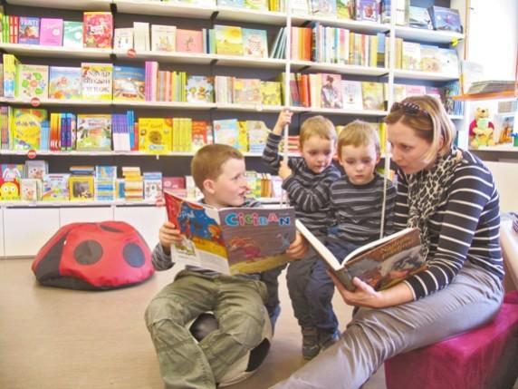 Kako odgojiti dijete da više voli knjigu od televizije u pet koraka